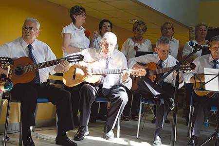 La rondalla de Castillo de Uclés es un modelo de participación activa de los mayores.